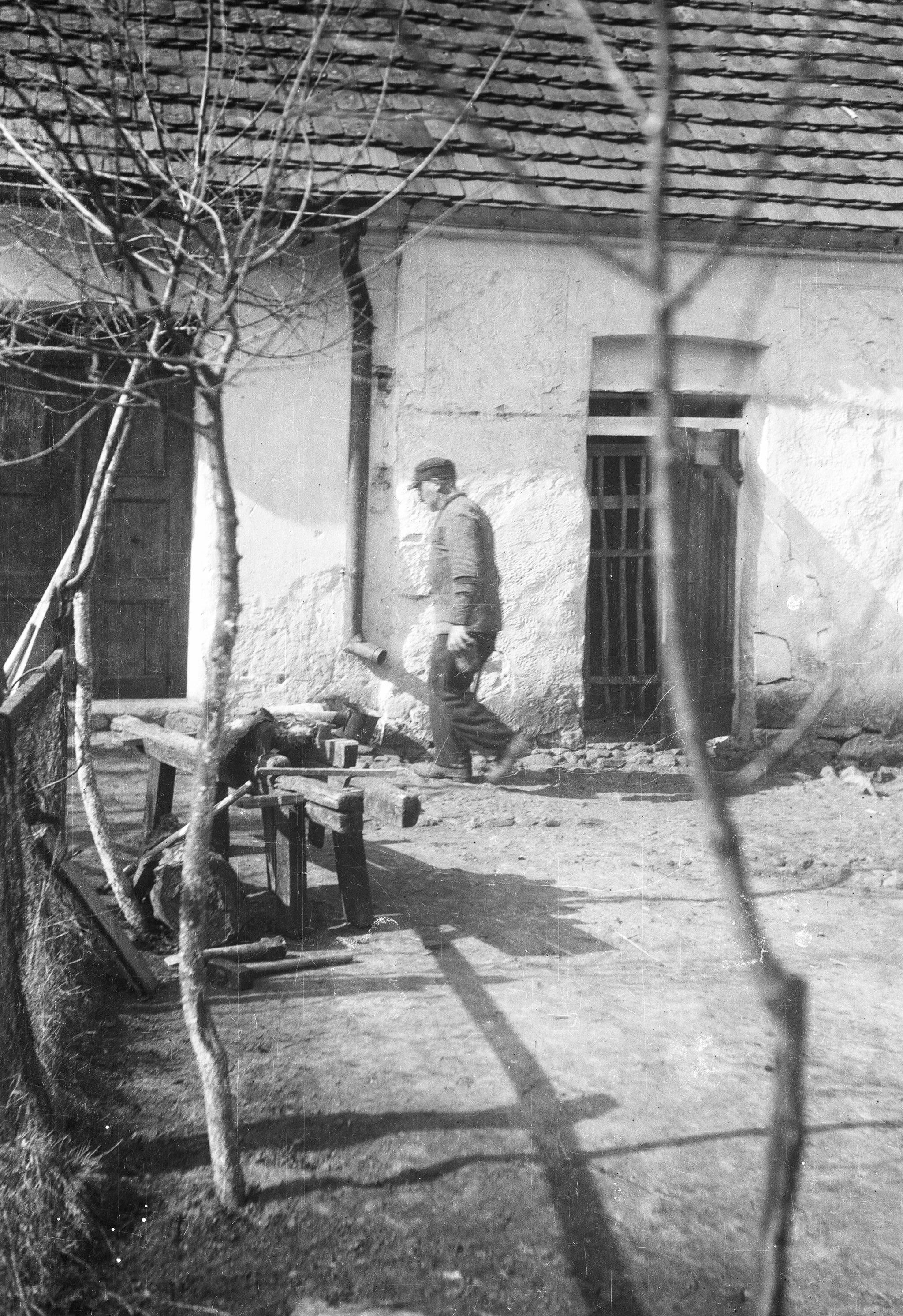 Podwórko u Czyżowiczów, Brzózka, Dolny Śląsk, lata 50. XX w.