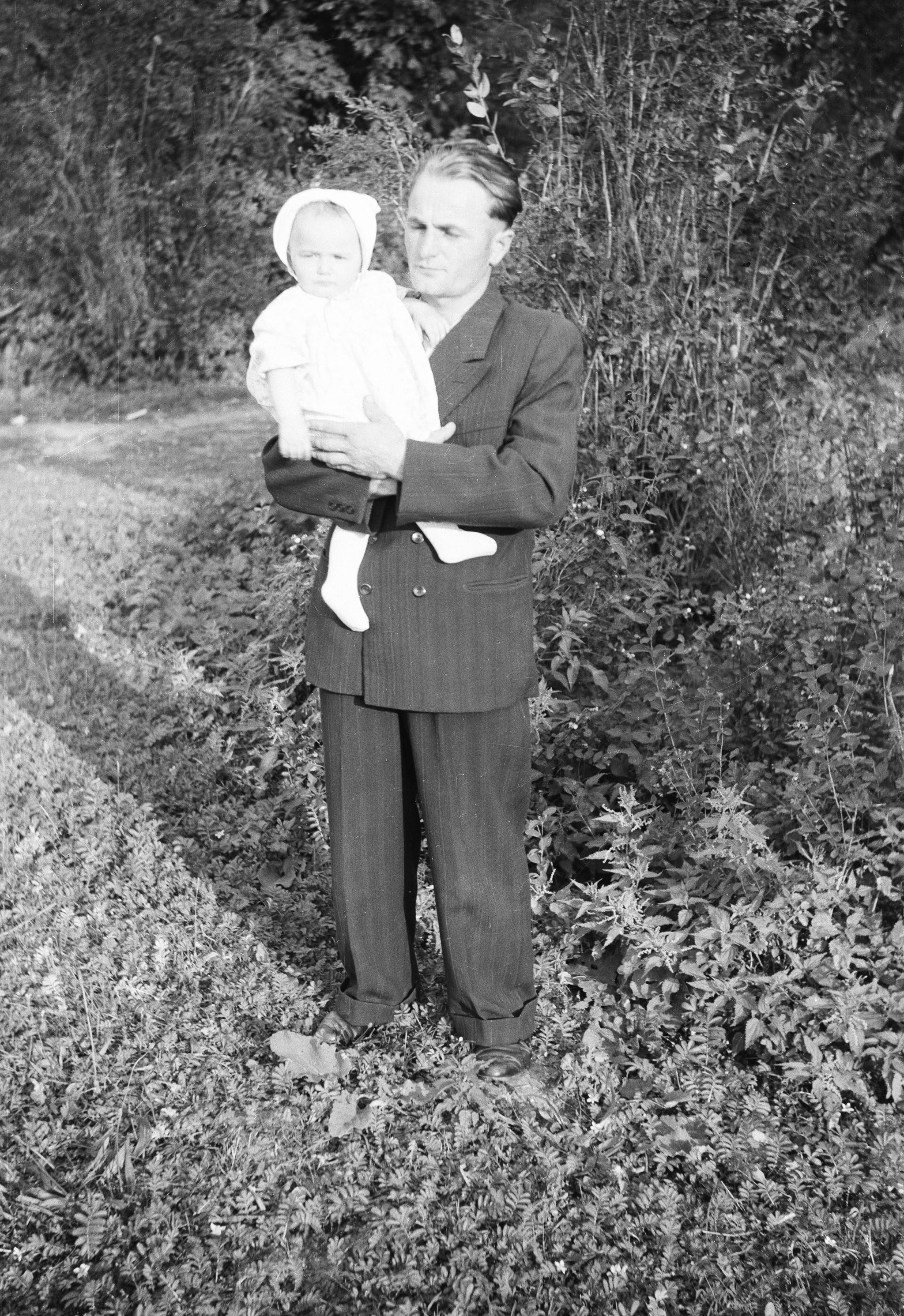 Pan Punda z dzieckiem, Węglewo, Dolny Śląsk, lata 50. XX w.