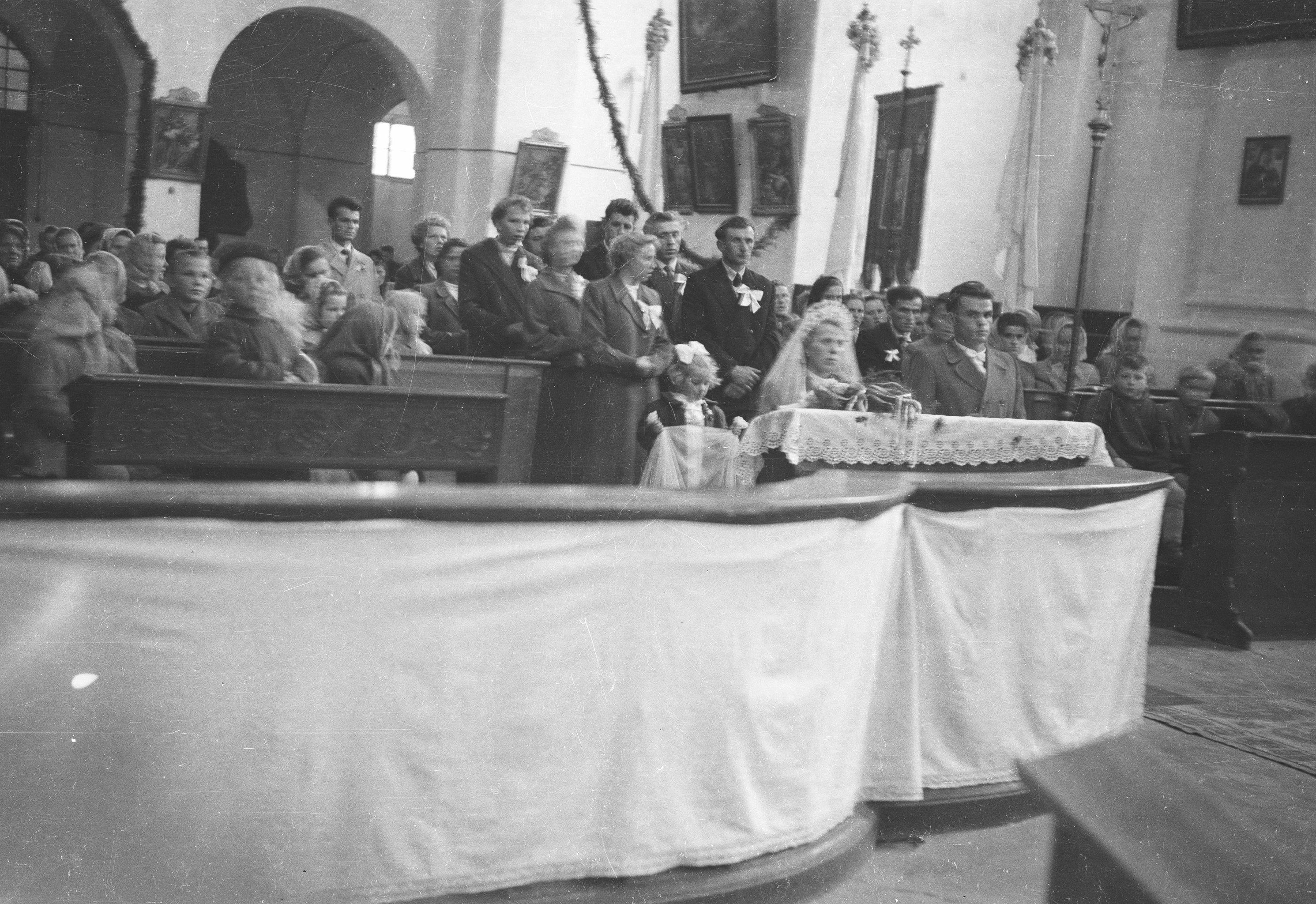Ślub Marii Śmigiero z Bronisławem Janczakiem, Głębowice, Dolny Śląsk, lata 50. XX w.