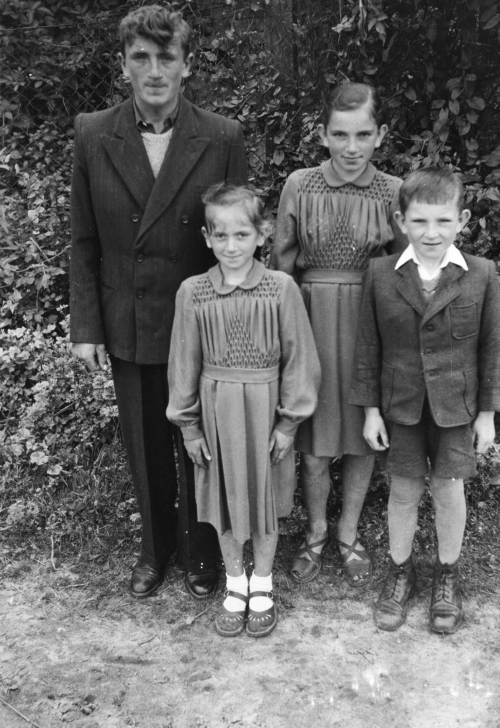 Rodzeństwo z rodziny Świątek, Turzany, Dolny Śląsk, lata 50. XX w.