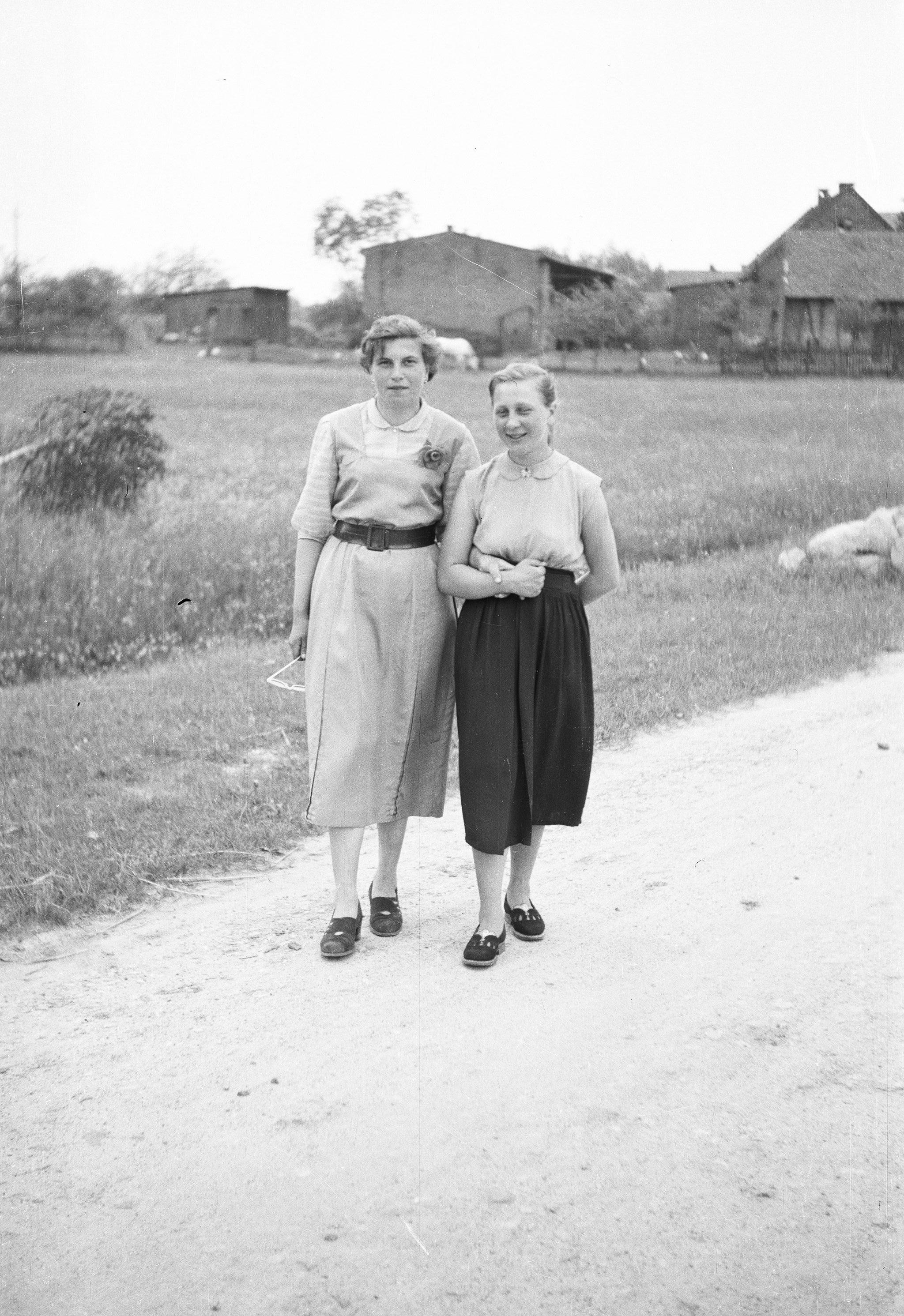 Lidka i Irena, Brzózka, Dolny Śląsk, lata 50. XX w.