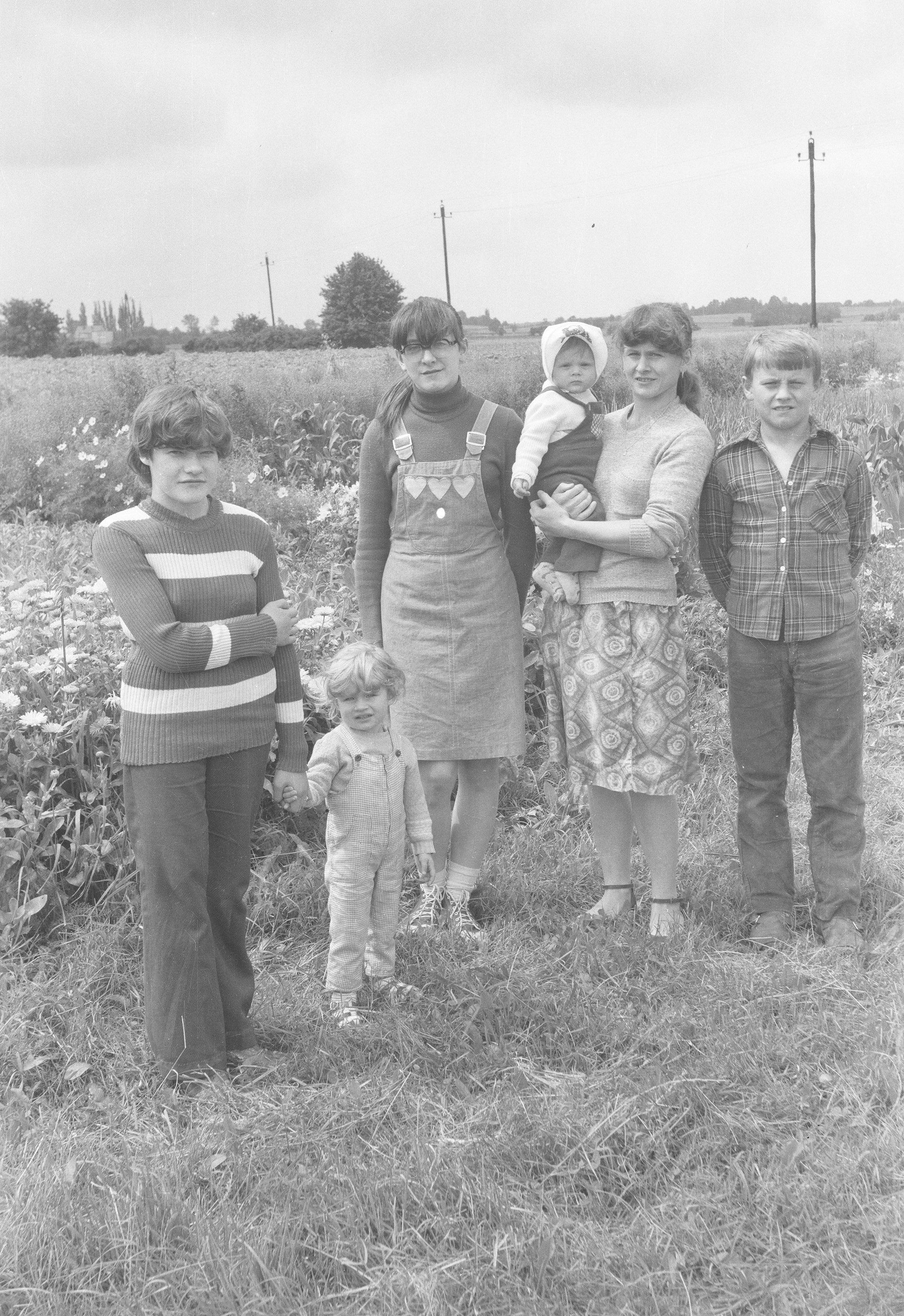 Dzieci i wnuki Barbary i Augustyna Czyżowiczów, Brzózka, Dolny Śląsk, lata 80. XX w.
