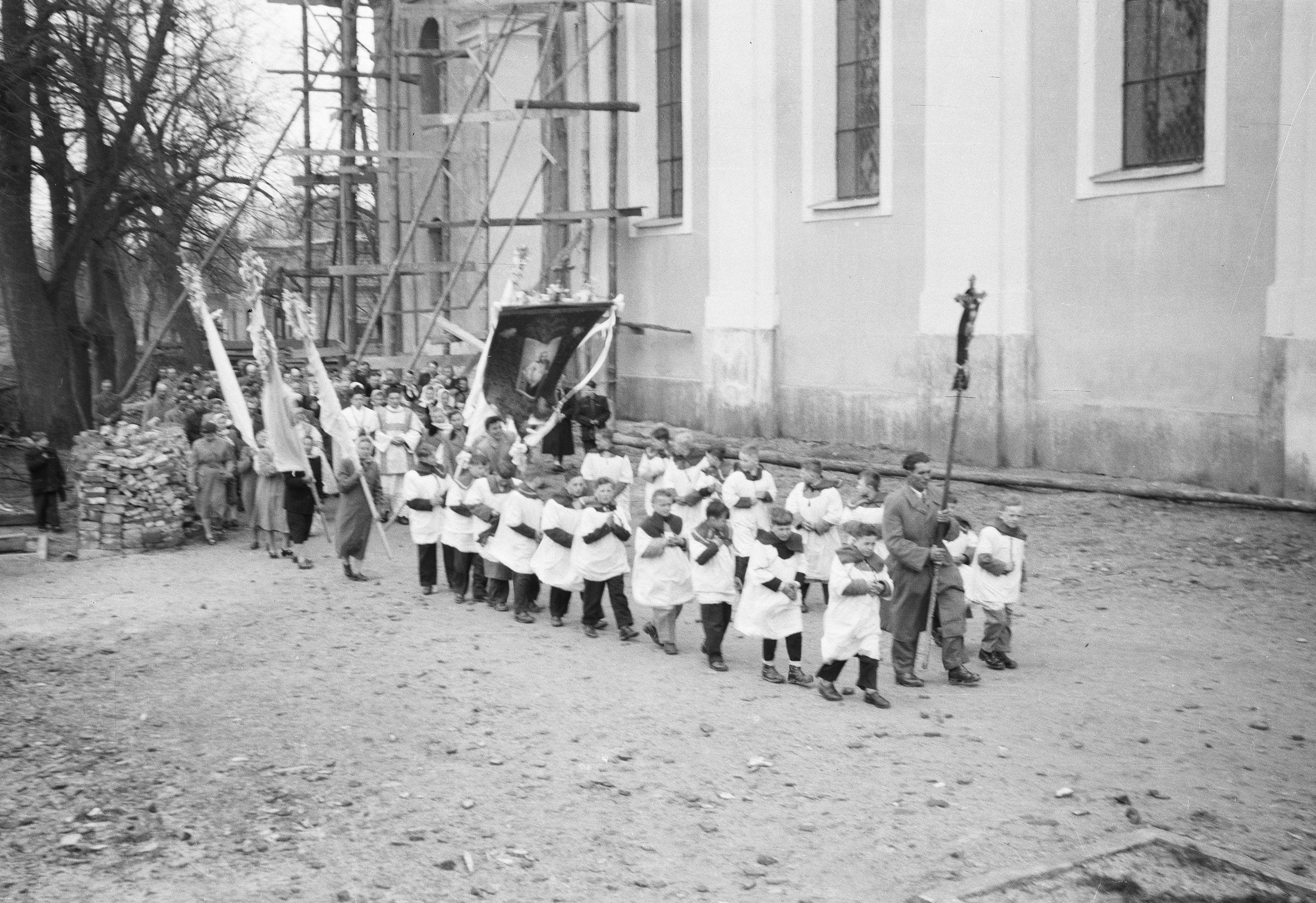 Prymicja księdza Mieczysława Matczaka, Głębowice, Dolny Śląsk, lata 50. XX w.