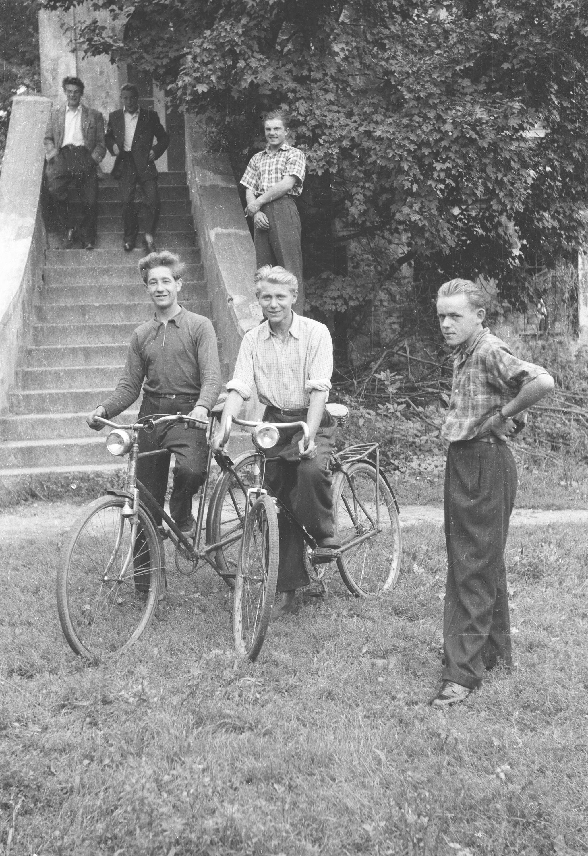 Pracownicy sezonowi, Brzózka, Dolny Śląsk, lata 50. XX w.