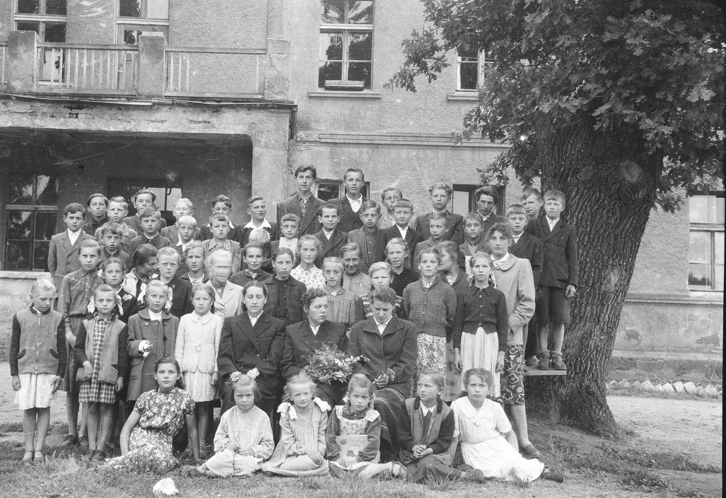 Szkoła w Białawach, Dolny Śląsk, lata 50. XX w.