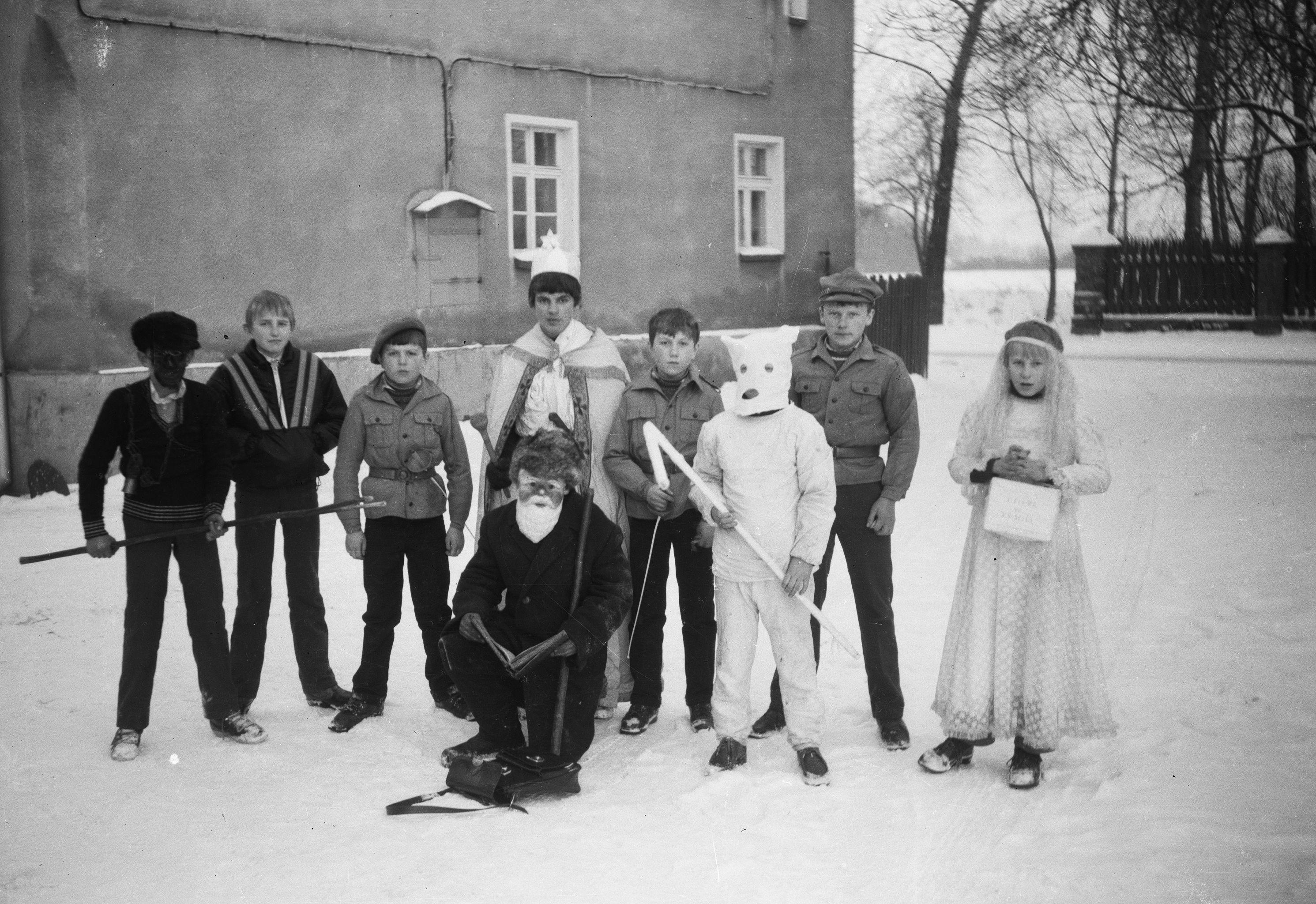 Grupa kolędnicza, Głębowice, Dolny Śląsk, lata 80. XX w.