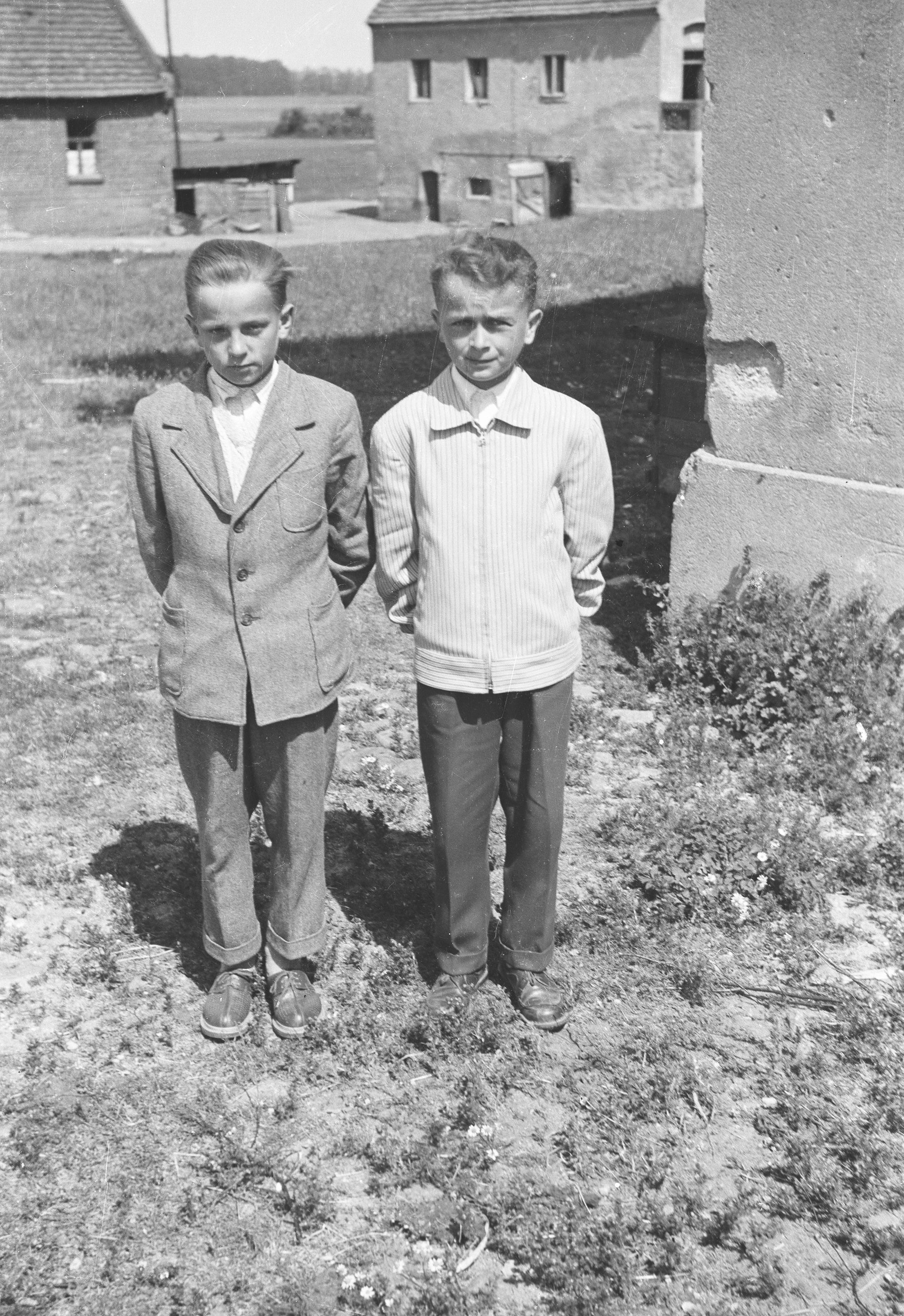 Głębowiccy chłopcy, Głębowice, Dolny Śląsk, lata 50. XX w.