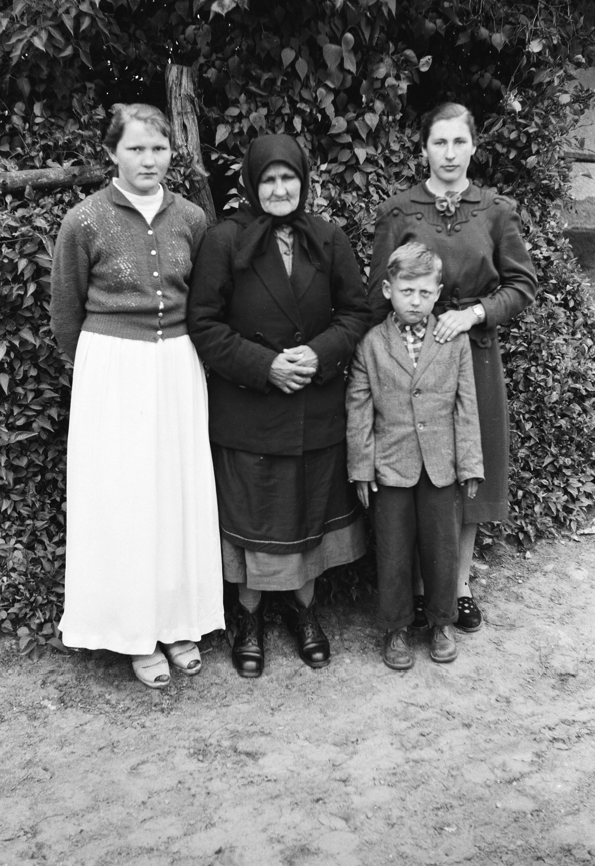 Rodzina Kuczmów, Trzcinica Wołowska, Dolny Śląsk, lata 50. XX w.