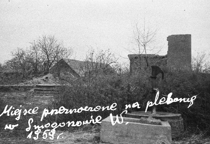 Miejsce przeznaczone na plebanię w Smogonowie Wielkim, Dolny Śląsk, 1959 r.