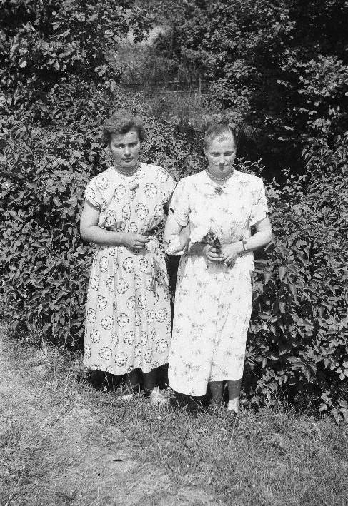 Helena Niemiec i Anna Szewc, Trzcinica Wołowska, Dolny Śląsk, lata 50. XX w.