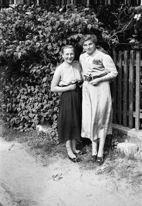 Irena Jaroń i Lida Mogiła, Brzózka, Dolny Śląsk, lata 50. XX w.