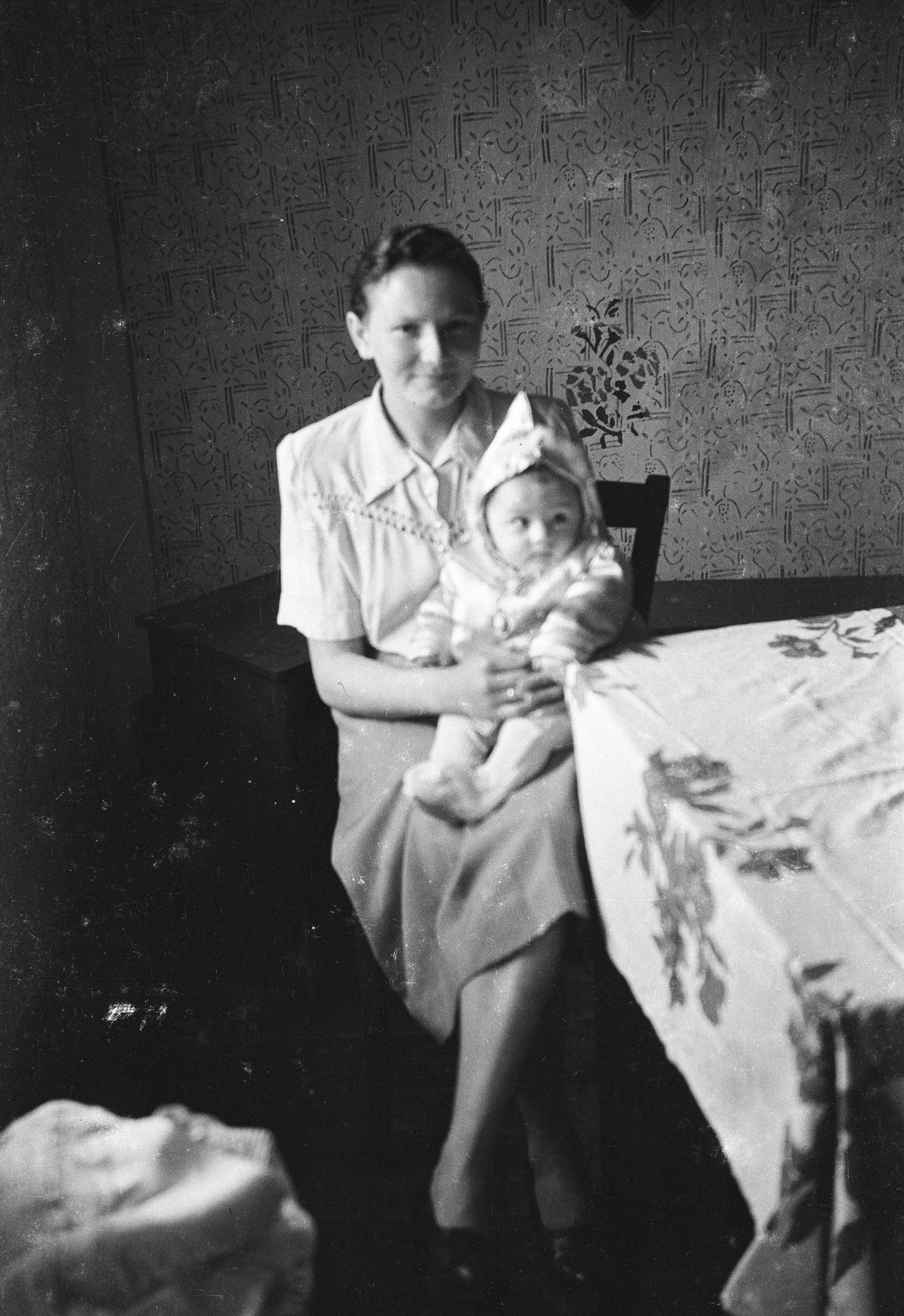 Portret matki z dzieckiem, Rudawa, Dolny Śląsk, lata 50. XX w.