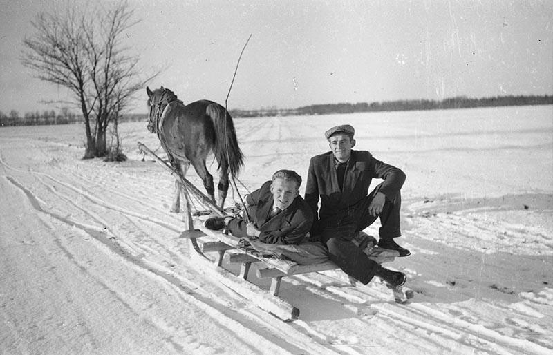 Józef Bieńko i Michał Lewandowski, droga z Głębowic do Brzózki, koniec lat 50. XX w.