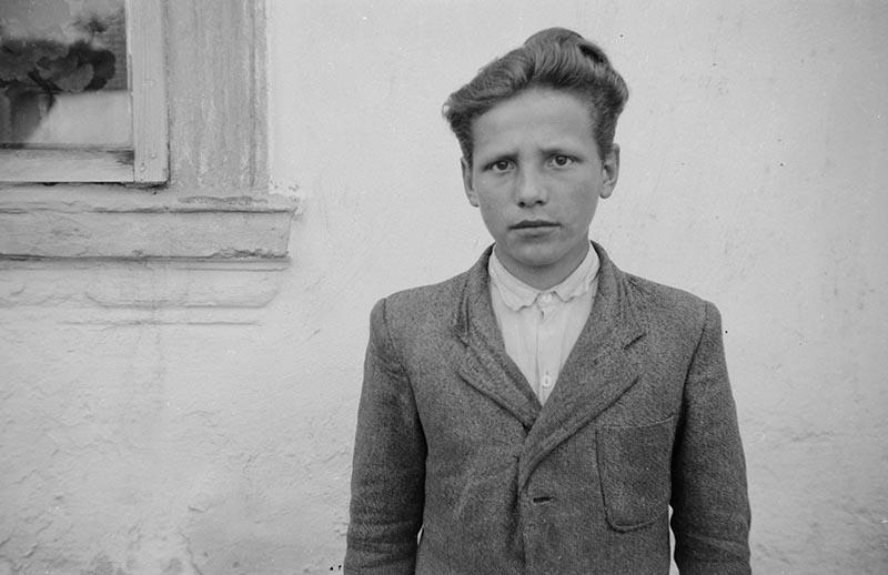 Portret chłopca, okolice Wińska, Dolny Śląsk, koniec lat 50. XX w.