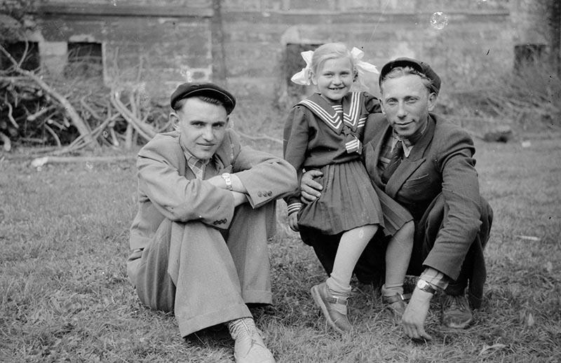 Zdjęcie repatriantów, Brzózka, Dolny Śląsk, lata 50. XX w.