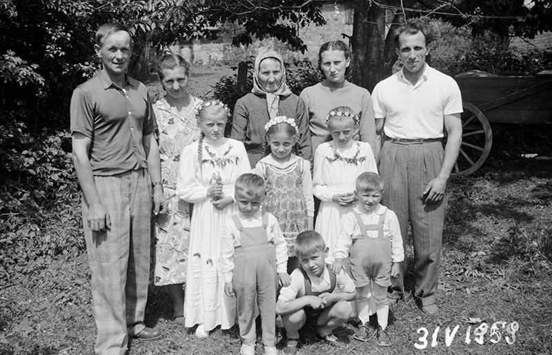 Pierwsza Komunia Święta, zdjęcie rodzinne, Głębowice, 31 V 1959 r.