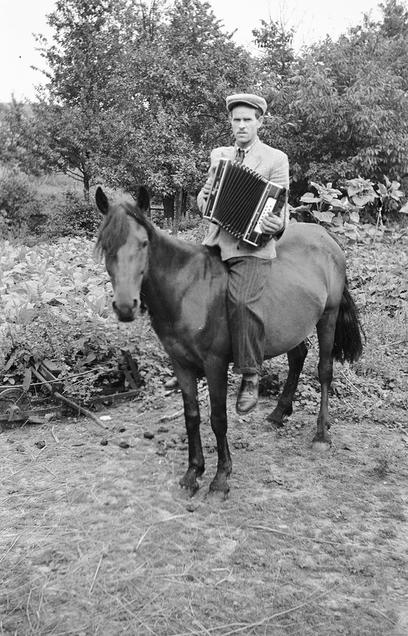Akordeonista na koniu, Dolny Śląsk, 2. poł. XX w.