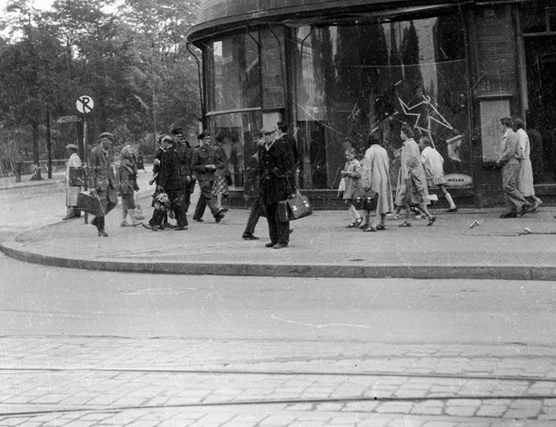 Ulica Świdnicka - przy dawnym Domu Towarowym PDT, obecnie RENOMA, Wrocław, Dolny Śląsk, koniec lat 50. XX w.