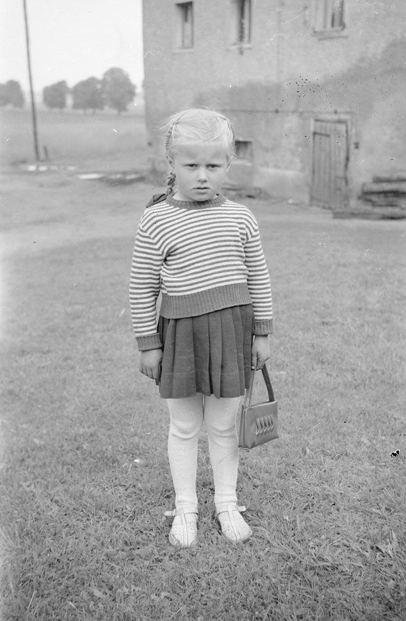 Dziewczynka z torebeczką, Dolny Śląsk, 2. poł. XX w.