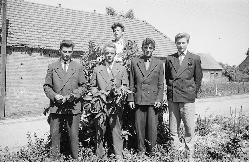 Eleganccy panowie, Turzany, Dolny  Śląsk, lata 50. XX w.