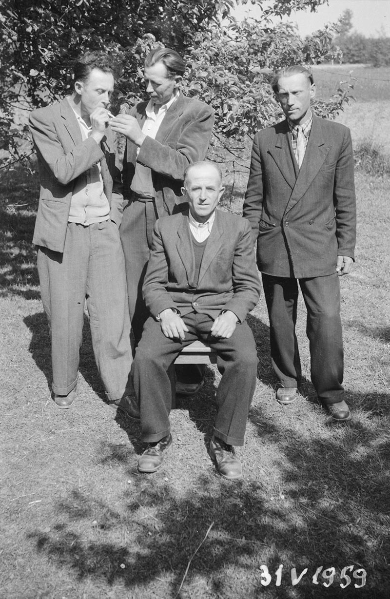 Zdjęcie czterech panów, Brzózka, Dolny Śląsk, 31 V 1959 r.
