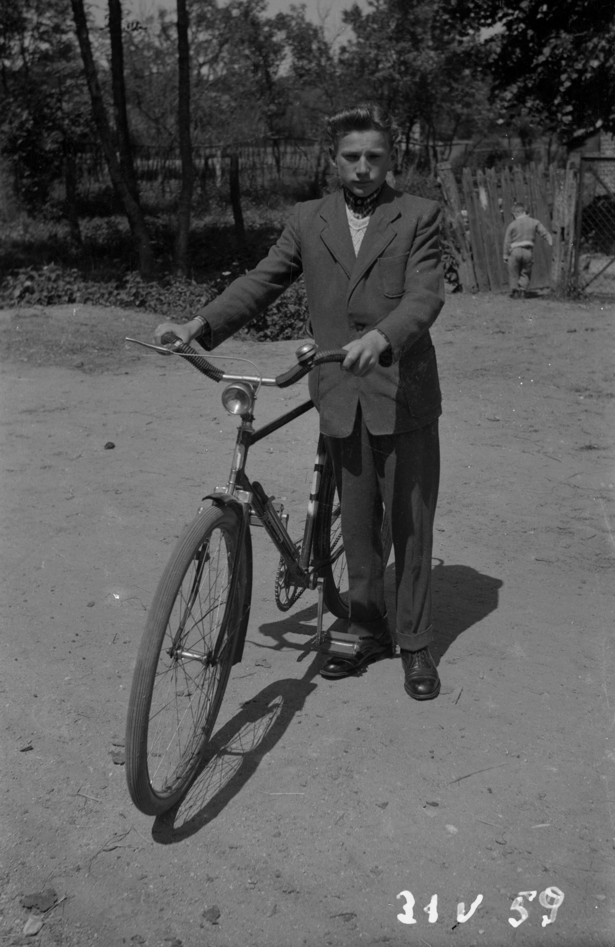 Chłopak z rowerem, Dolny Śląsk, 31 V 1959 r.