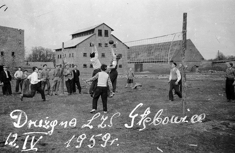Gra w siatkówkę, Głębowice, Dolny Śląsk, rok 1959