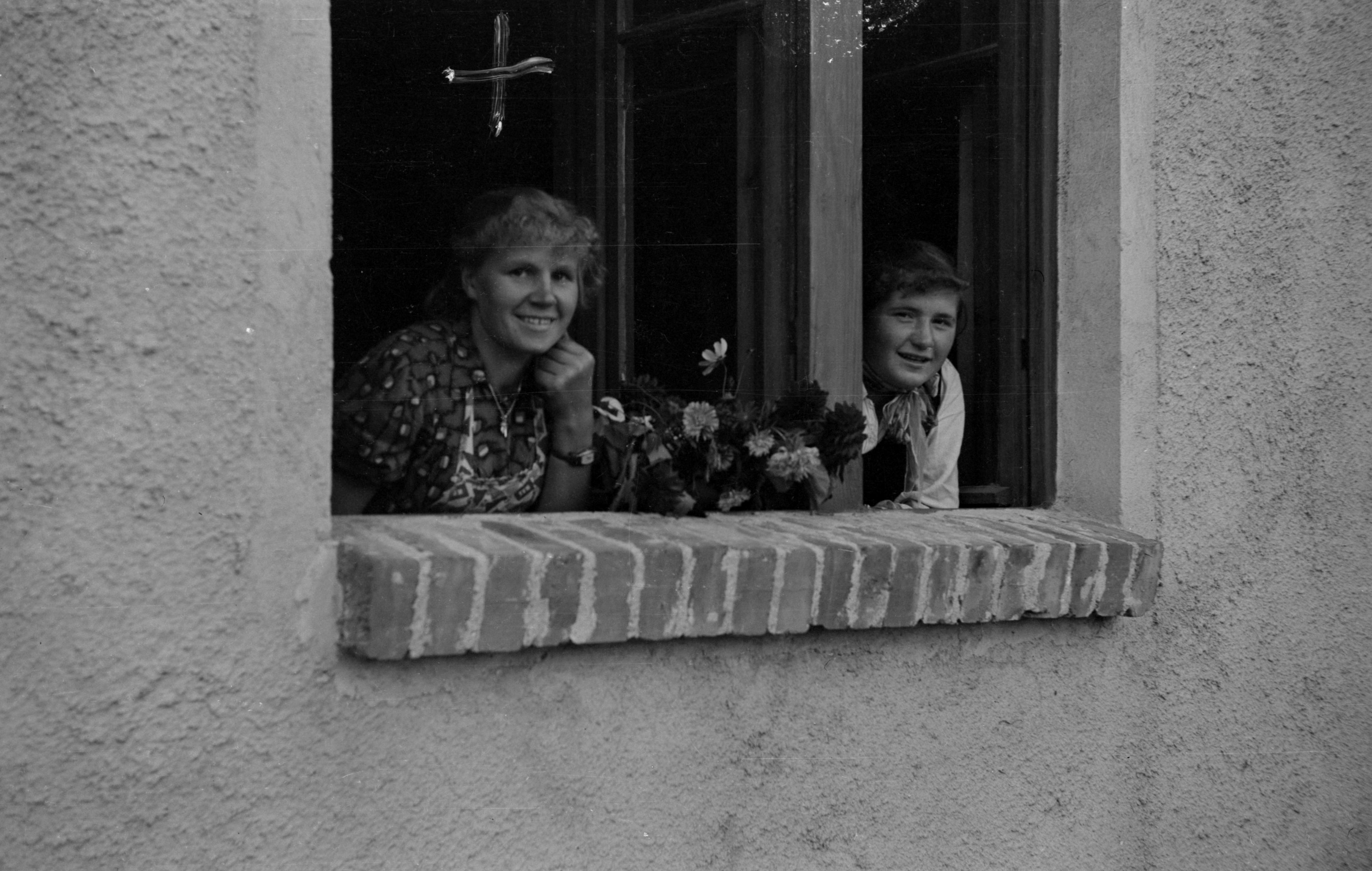 Uśmiechnięte panie w oknie, Dolny Śląsk, 2. poł. XX w.
