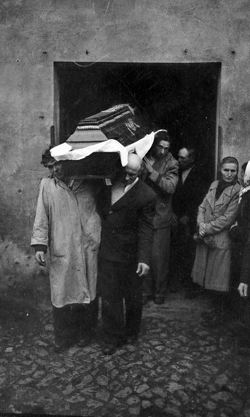 Wyniesienie trumny z domu, Dolny Śląsk, 2. poł. XX w.