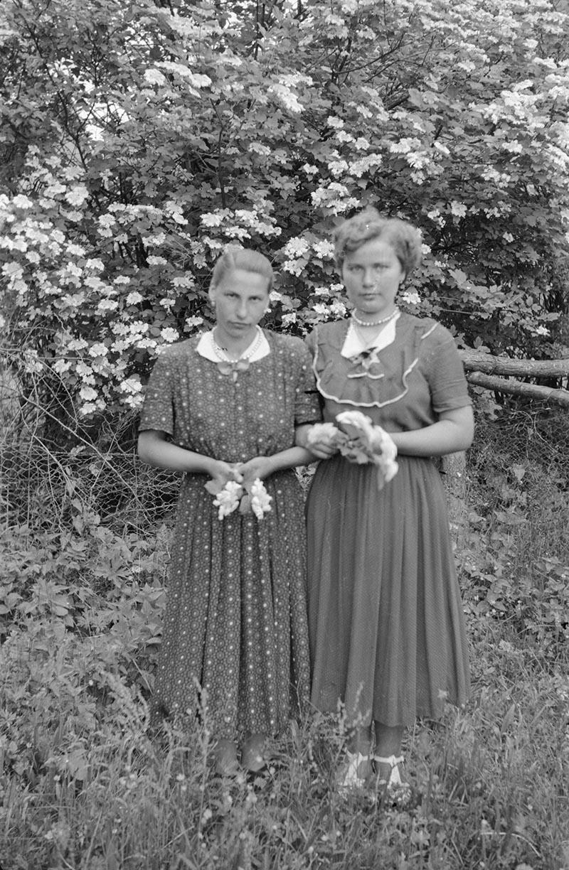 Marysia Fedak i Hela Niemiec, Trzcinica Wołowska, lata 50. XX w.