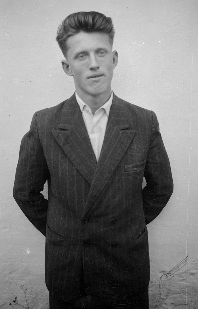 Młody mężczyzna, Dolny Śląsk, 2. poł. XX w.