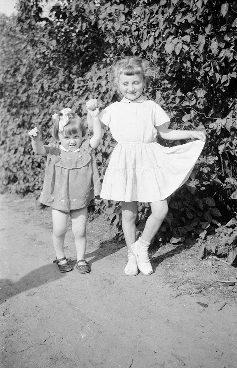 Zdjęcie dziewcząt, Dolny Śląsk, 2 poł. XX w.
