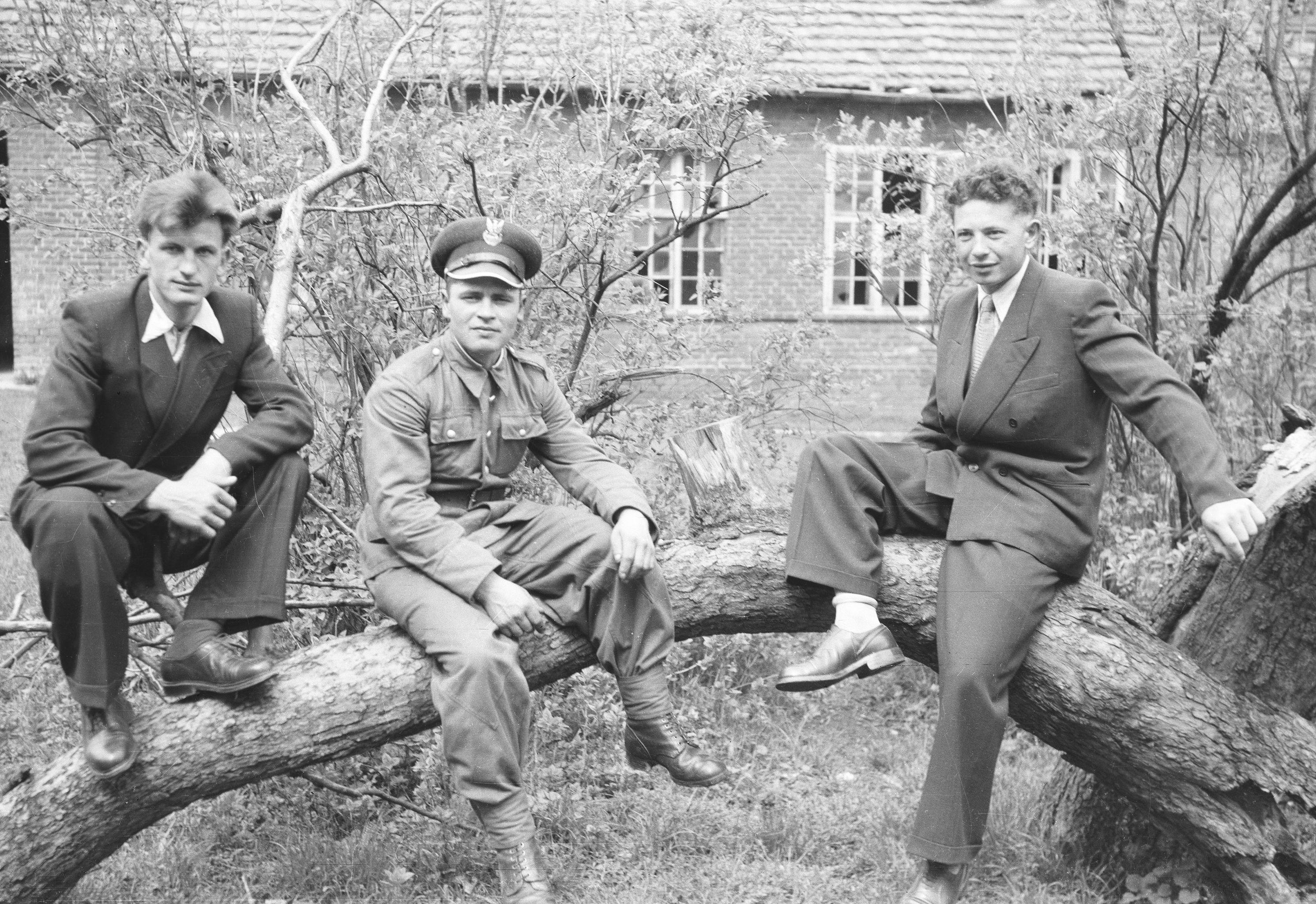Od lewej: Jeziorny, Franciszek Pytel, Michał Jasków, Turzany, Dolny Śląsk, lata 50. XX w.