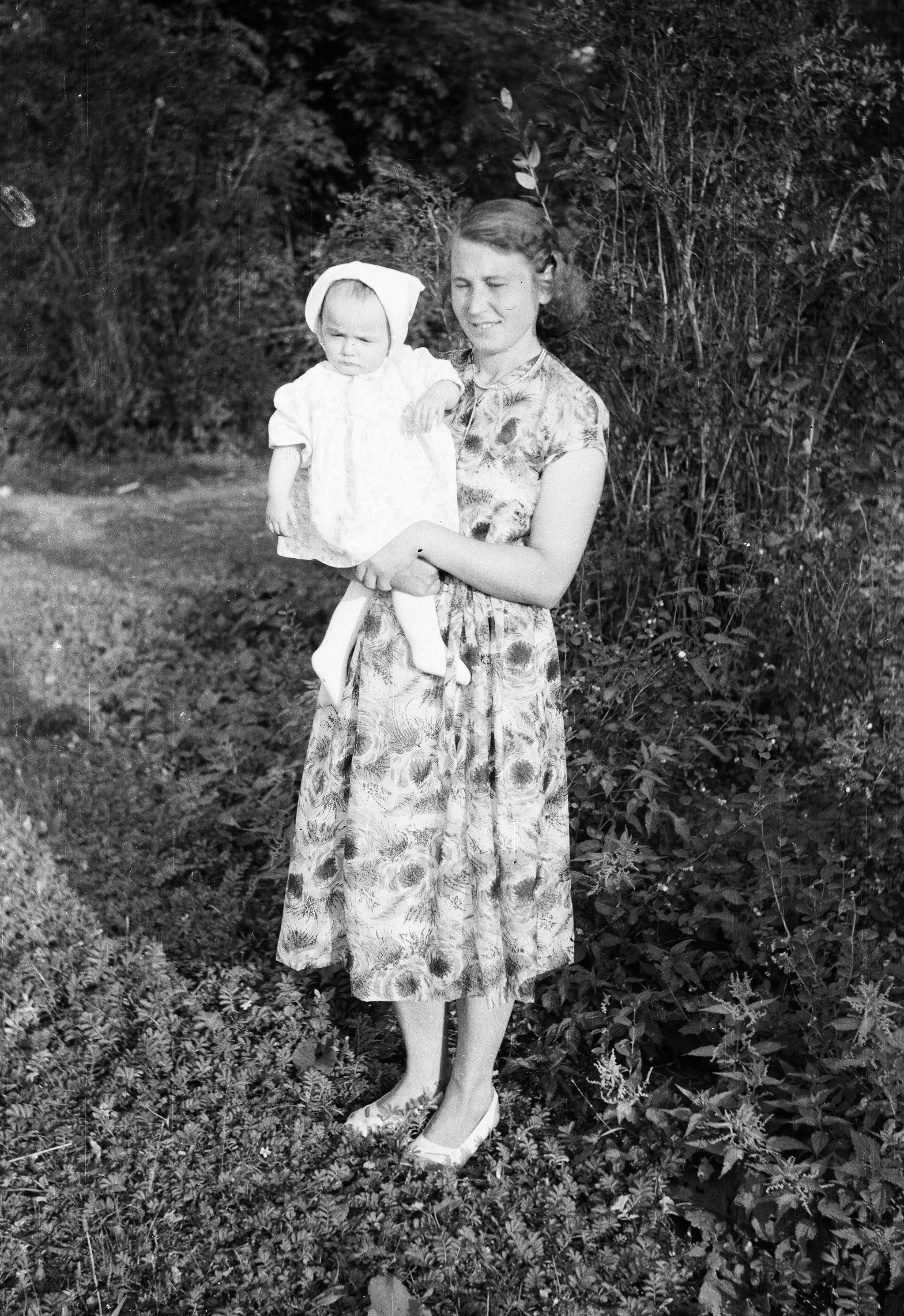 Pani Punda z dzieckiem, Węglewo, Dolny Śląsk, lata 50. XX w.