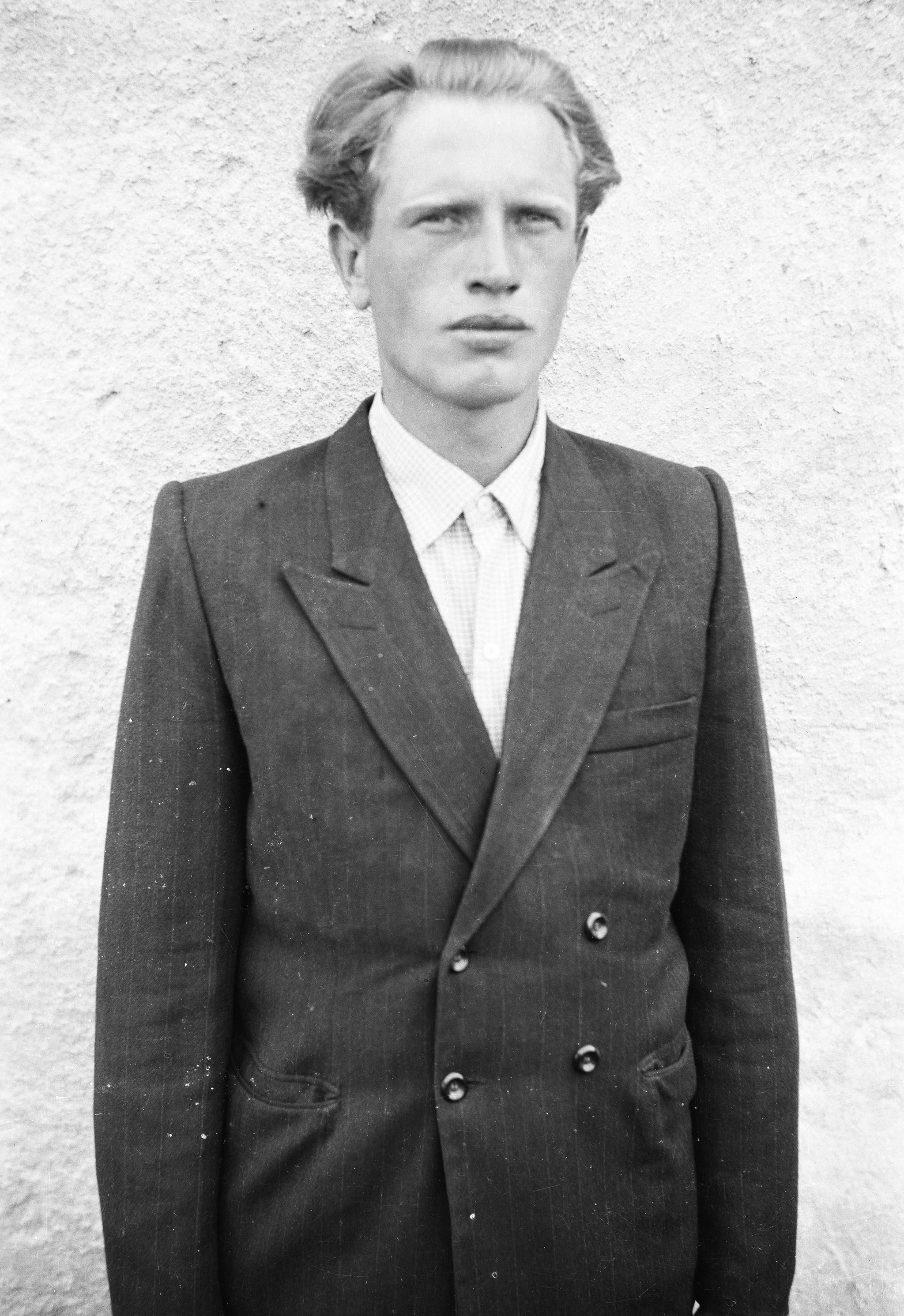 Portret młodego mężczyzny, Dolny Śląsk, lata 50. XX w.