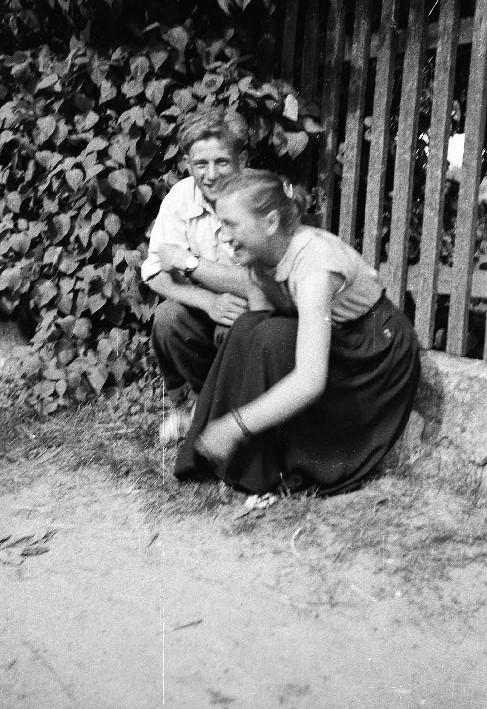 Roześmiana Irena Jaroń, Brzózka, Dolny Śląsk, lata 50. XX w.