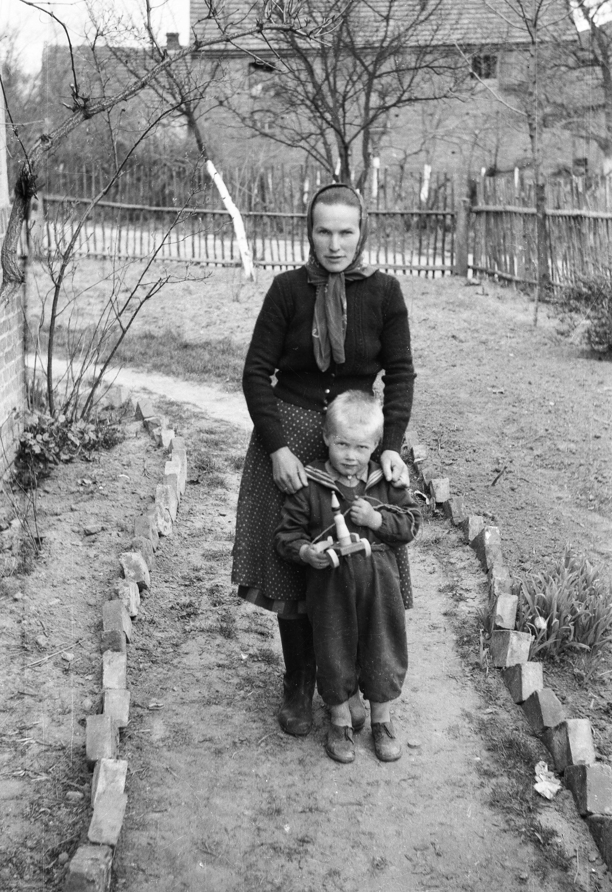 Portret matki z synem, Rudawa, Dolny Śląsk, lata 50. XX w.