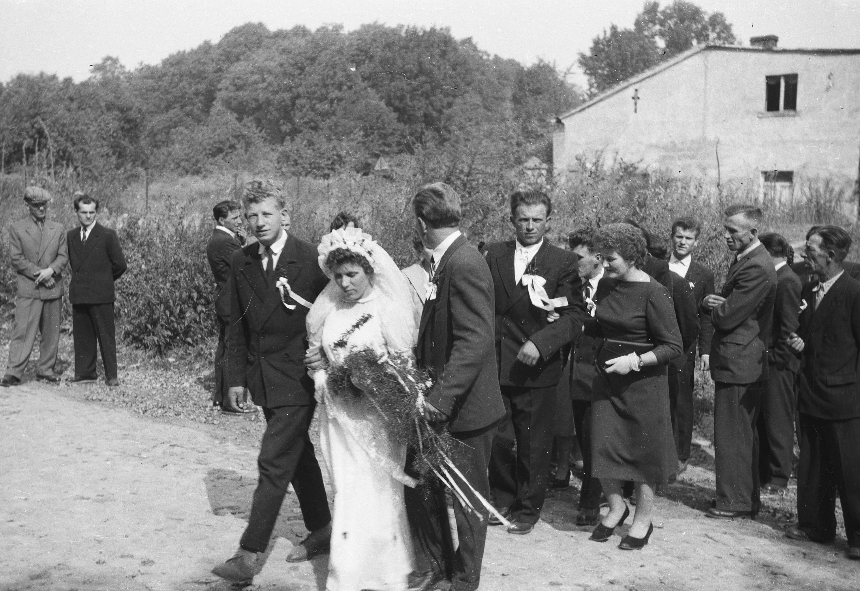 W drodze do Kościoła, Strupina, Dolny Śląsk, lata 50. XX w.