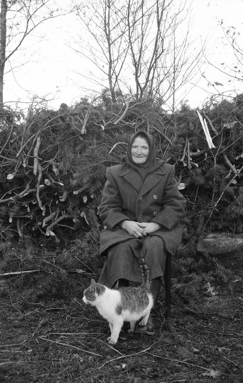 Babcia Wiktoria Czyżowicz ze Smereków, Brzózka, Dolny Śląsk, koniec lat 50. XX w.