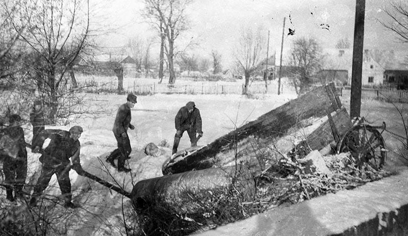 Praca na wsi zimą, Brzózka, Dolny Śląsk, 2. poł. XX w.