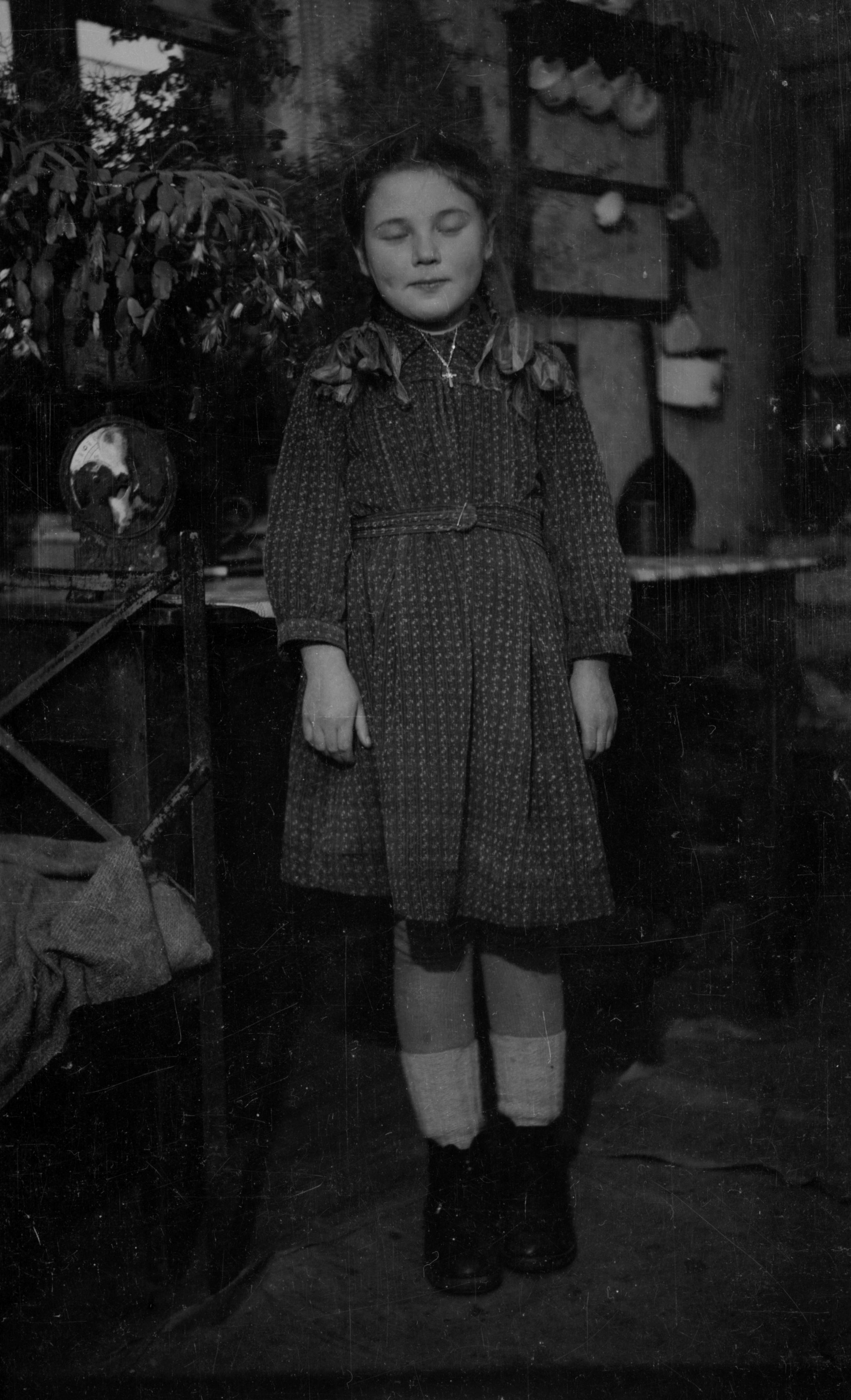 Zdjęcie dziewczynki, Dolny Śląsk, 2. poł. XX w.