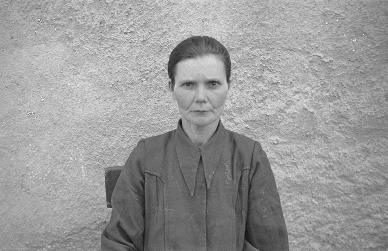 Portret kobiety, okolice Wińska, Dolny Śląsk, koniec lat 50. XX w.
