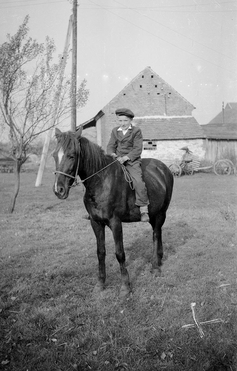 Chłopiec na koniu, Dolny Śląsk, 2. poł. XX w.