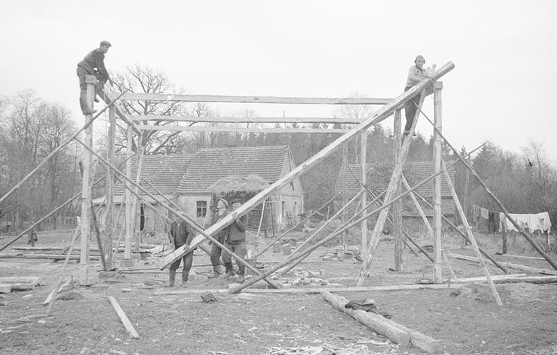 Praca przy budowie, Brzózka, Dolny Śląsk, 2. poł. XX w.