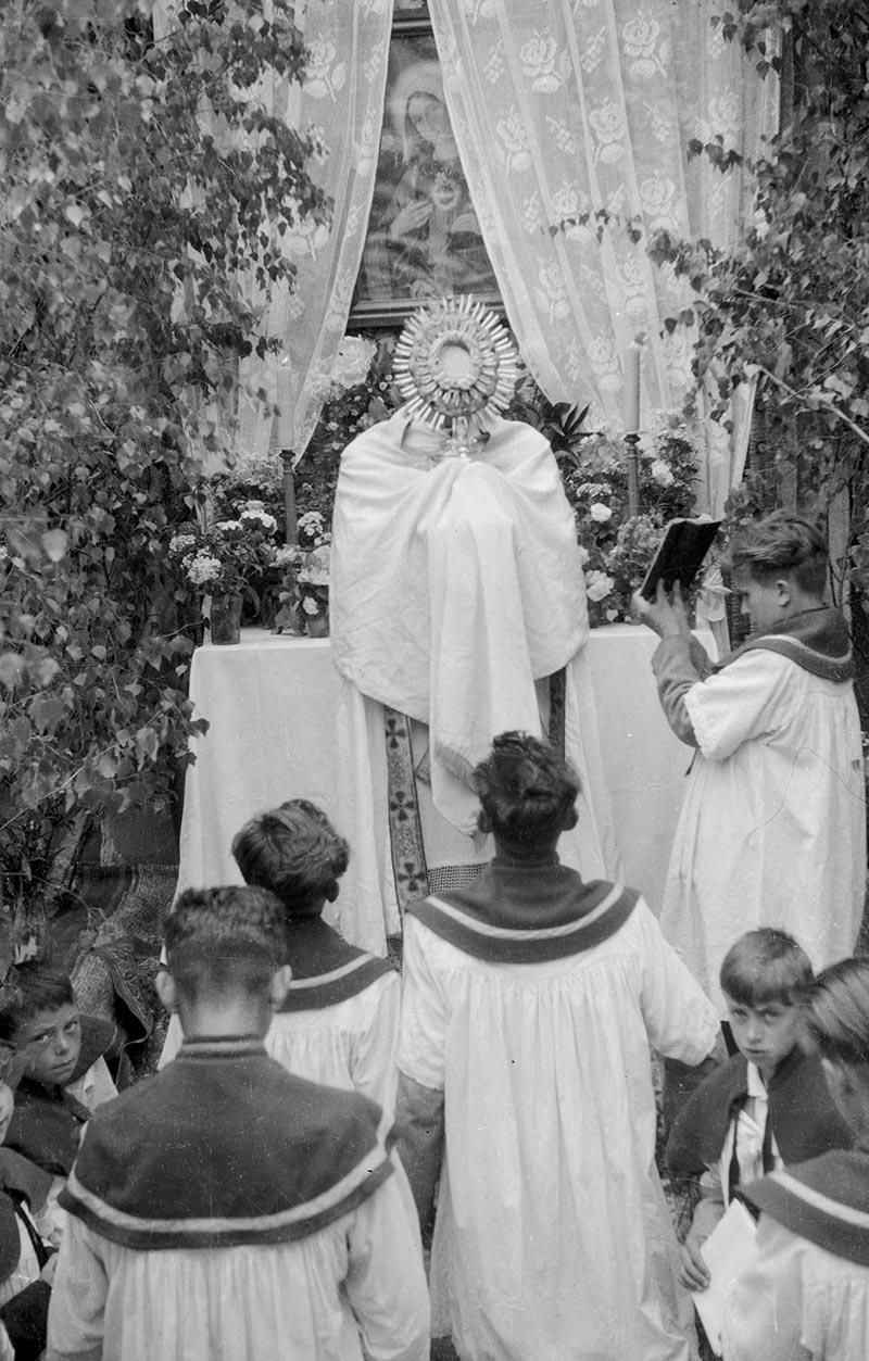 Uroczystość  Bożego Ciała, Głębowice, Dolny Śląsk, 1957 r.