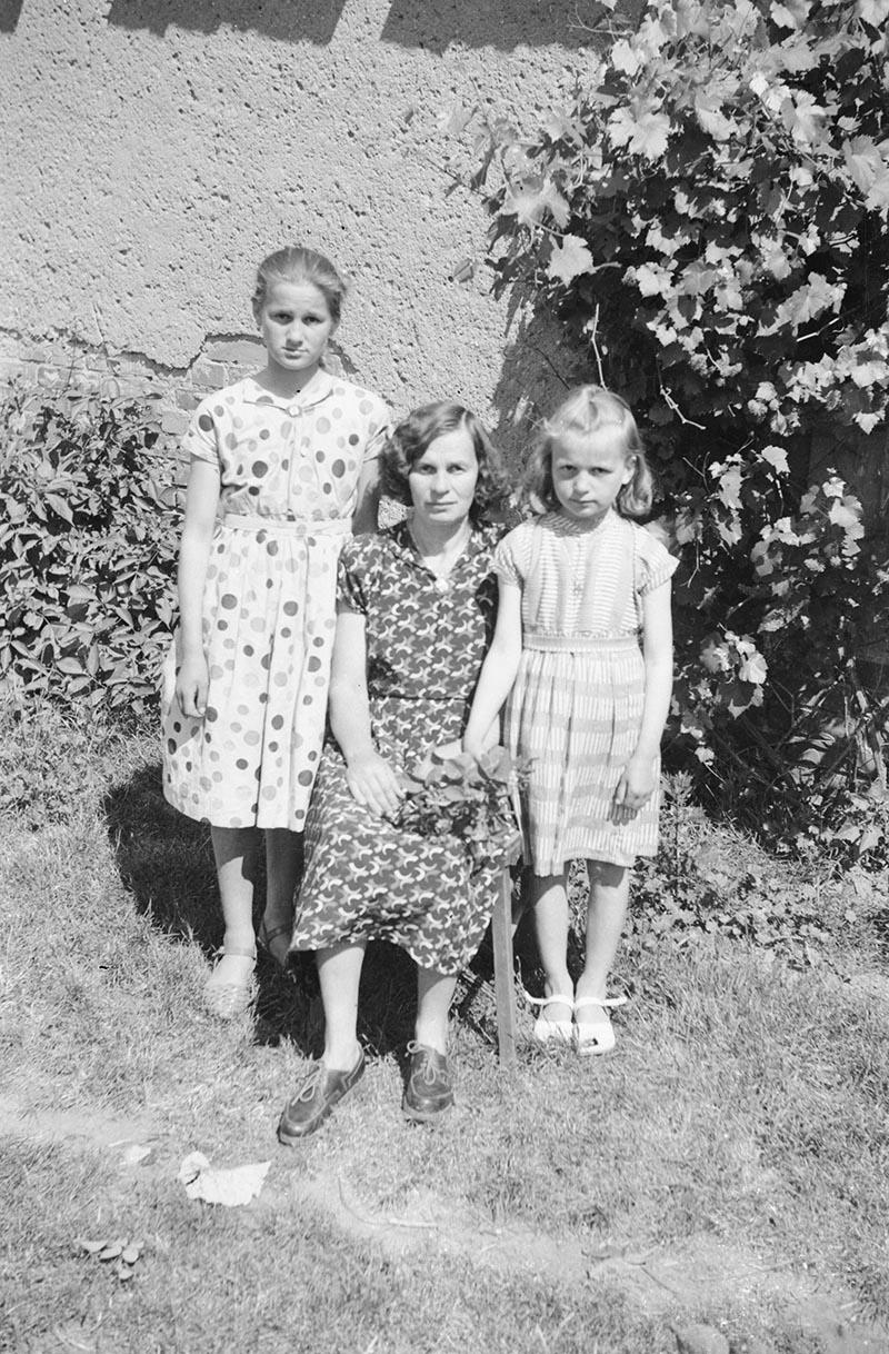 Matka z córkami, Dolny Śląsk, 2. poł. XX w.