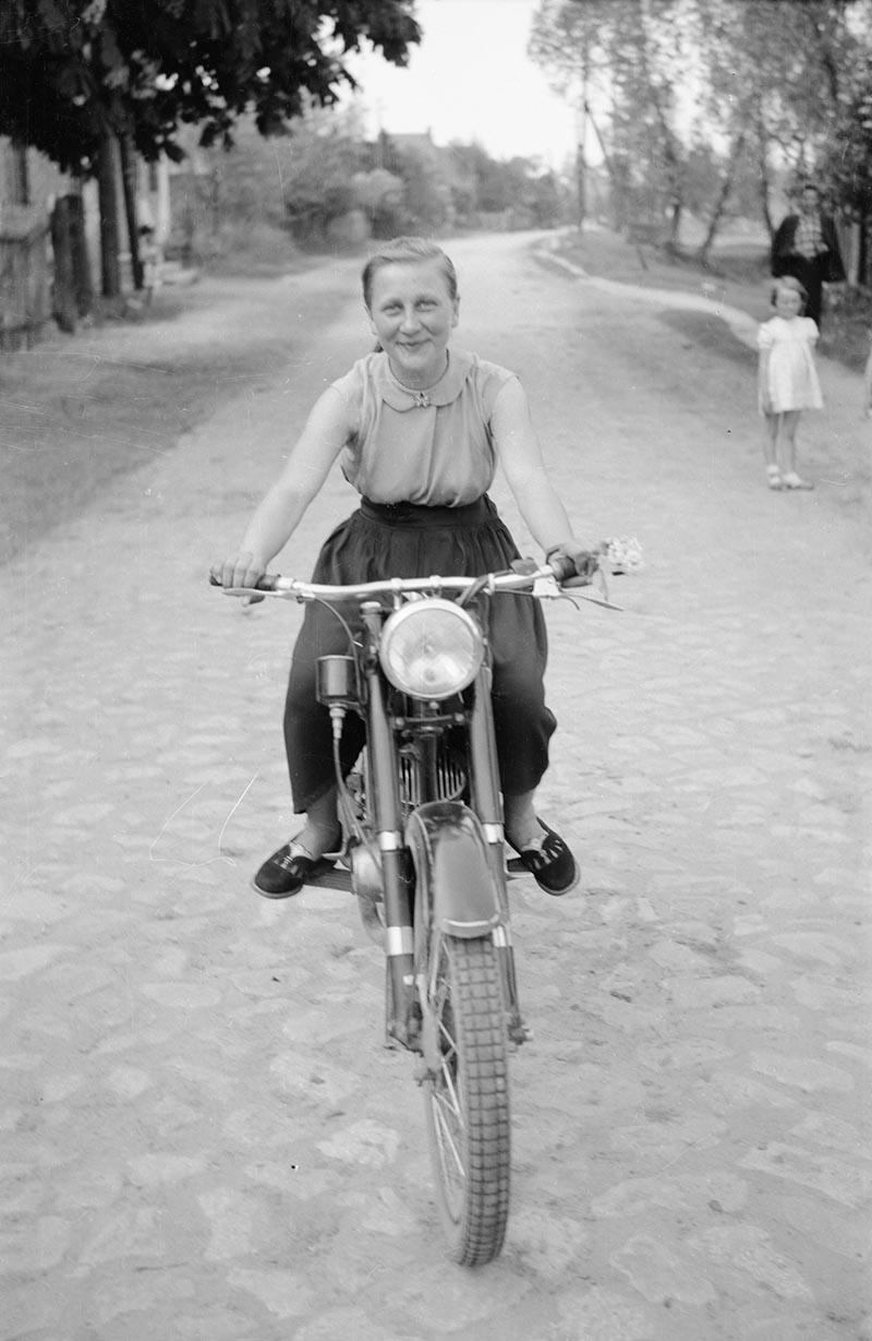 Irena Jaroń, Brzózka, Dolny Śląsk, lata 50. XX w.
