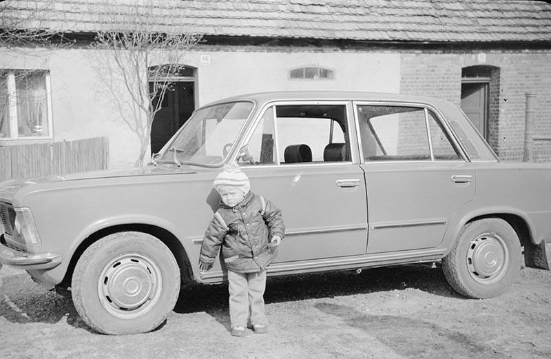 Dziecko przy aucie, Dolny Śląsk, 2. poł. XX w.
