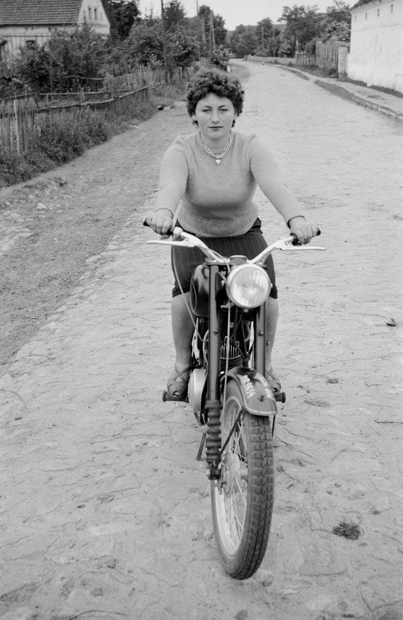 Kobieta na motorze, Dolny Śląsk, 2. poł. XX w.
