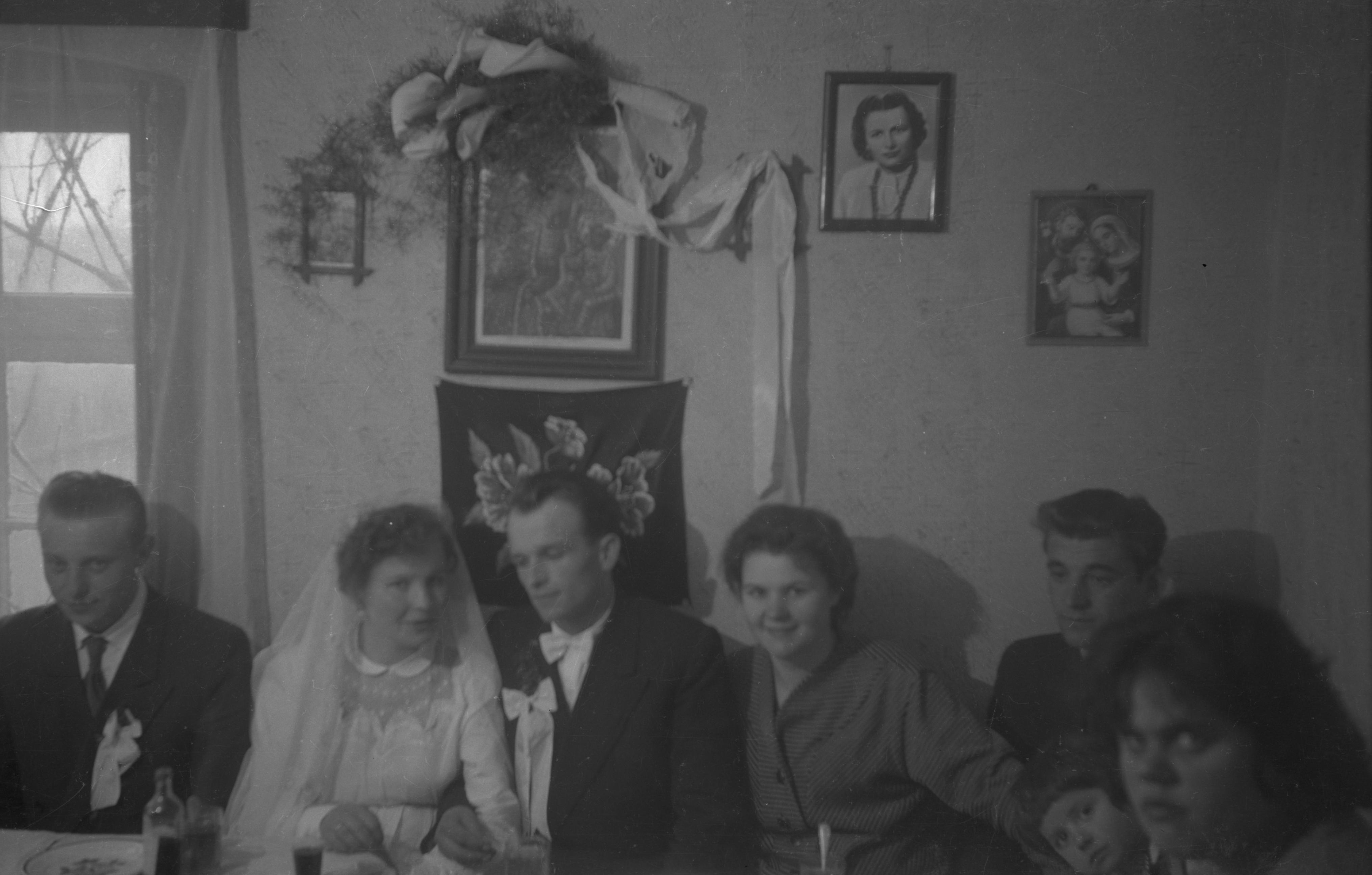 Weselnicy przy stole, Dolny Śląsk, 2. poł. XX w.